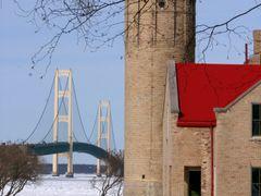 9542 Mackinaw City Light House by <b>Kevin Leonard</b> ( a Panoramio image )