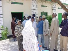 Voters queing for the 2005 Somaliland parliamentary elections, H by <b>rashid mustafa</b> ( a Panoramio image )