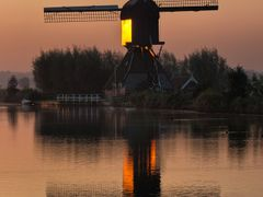 Blokker/Blokweerse Molen (sunrise), Kinderdijk by <b>© BraCom (Bram)</b> ( a Panoramio image )