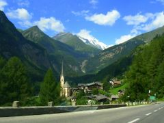 Heiligenblut by <b>bablenam</b> ( a Panoramio image )
