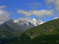 Grossglockner Ausztria legmagasabb hegye 3798 m. by <b>bablenam</b> ( a Panoramio image )