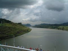 Oriana in Panama Canal by <b>Chris Fryatt</b> ( a Panoramio image )