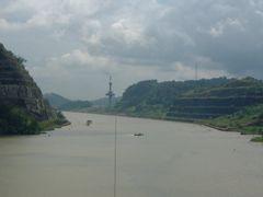 Oriana in Panama Canal by <b>Chris Fryatt</b> ( a Panoramio image )