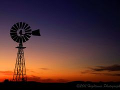 Windmill in OZ by <b>hightovver</b> ( a Panoramio image )