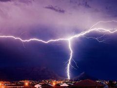 Table Mountain lightning by <b>ej_watson</b> ( a Panoramio image )