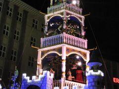 Weihnachtspyramide in Kassel, fur Micha zum Geburtstag!!! by <b>UlrichSchnuerer</b> ( a Panoramio image )