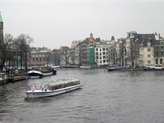 Amsterdam, a typical canal by <b>Nicola e Pina varie</b> ( a Panoramio image )