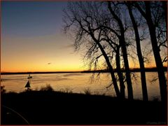 Meeting of two giants. Mississippi and Ohio rivers in morning li by <b>Tomros</b> ( a Panoramio image )