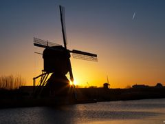 Sunset, Kinderdijk by <b>© BraCom (Bram)</b> ( a Panoramio image )