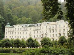 Karlovy Vary - Grandhotel Pupp by <b>Petros Kalaitzis</b> ( a Panoramio image )