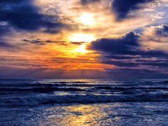 Em mais um amanhecer by <b>Eliton Sloma</b> ( a Panoramio image )