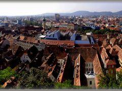 Grazi haztetok ...Osterreich Panoramafotos . . .  Graz panorama by <b>©  Imre Lakat</b> ( a Panoramio image )