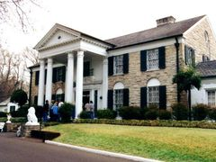 Memphis, Elvis Presley, Graceland by <b>© Wim</b> ( a Panoramio image )