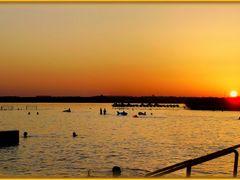 Gyenesdiasi alkonyat a strandon ... emlekezes hogy nyar volt...  by <b>©  Imre Lakat</b> ( a Panoramio image )