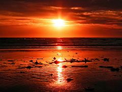 Mais um amanhecer avermelhado  by <b>Eliton Sloma</b> ( a Panoramio image )