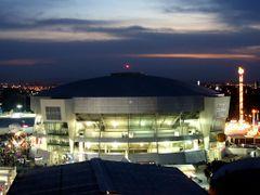 Centro de Espectaculos de La Feria de Leon por La Noche by <b>? ? galloelprimo ? ?</b> ( a Panoramio image )