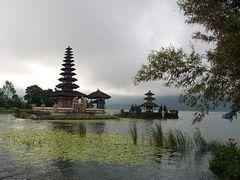 Pura Ulun Danu Bratan by <b>baba49</b> ( a Panoramio image )