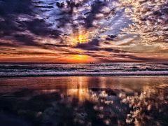 Um lindo amanhecer,reflexo by <b>Eliton Sloma</b> ( a Panoramio image )