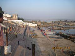 Steps towards river Krishna by <b>Guhan</b> ( a Panoramio image )