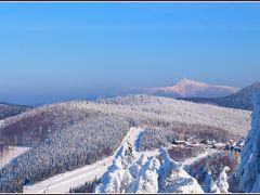 ..kouknete  na  Pustevny a Lysou horu  v pozadi ze  sjezdovky,*  by <b>Zdenek Friedel</b> ( a Panoramio image )