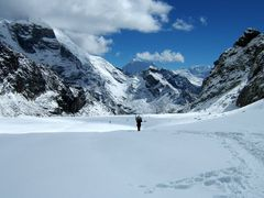 Everest Trek-41-Climbing to Cho La Pass by <b>imagine.asia</b> ( a Panoramio image )