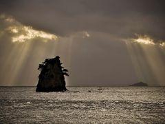 Grandma rock I(Kkotji Beach)  by <b>ssSUH</b> ( a Panoramio image )