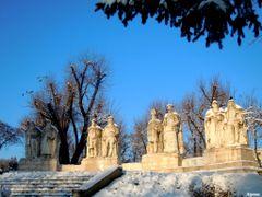 Amintindu-ne (Grupul Voievozilor) - Princes group by <b>Argenna</b> ( a Panoramio image )