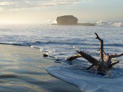 Roca El Tunco - amanecer by <b>Ronald Losure</b> ( a Panoramio image )