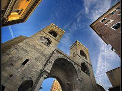 Ancient Genova. Porta Soprana. by <b>AlSanin</b> ( a Panoramio image )