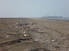 Beautiful Sawadi beach full of garbage. by <b>Gruetze80</b> ( a Panoramio image )