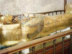 Sarc?fago de Tutankamon - Museo Egipcio del Cairo by <b>AnaMariaOss</b> ( a Panoramio image )
