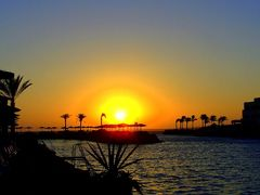 Vychod slnka v Egypte / Sunrise in Egypt by <b>Majka44</b> ( a Panoramio image )