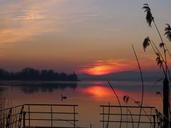 Sonnenuntergang am Murtensee, spates Farbenspiel, late Sunset at by <b>Merz_Rene</b> ( a Panoramio image )