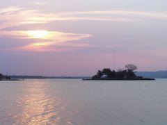 lago Peten Itza by <b>luis serichol</b> ( a Panoramio image )