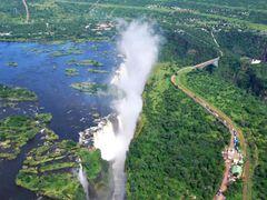 Victoria Falls / Cataratas Victoria by <b>Joan Felip</b> ( a Panoramio image )