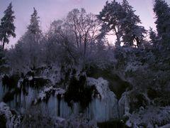 Alkonyatban a termalvizeses / Cascada termala in amurg by <b>Denes Laszlo</b> ( a Panoramio image )