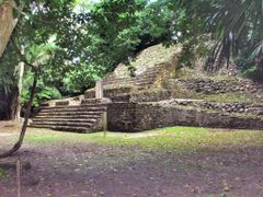 BELIZE: LAMANAI: Temple of the Stela (N10-27) by <b>Douglas W. Reynolds, Jr.</b> ( a Panoramio image )