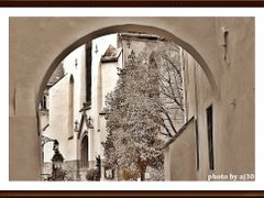 Arch over time by <b>AJ30</b> ( a Panoramio image )