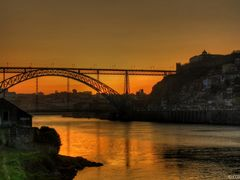 Anoitecer Dourado - Golden Sunset at Porto 2012 (BY CONQUILHA) by <b>Conquilha</b> ( a Panoramio image )