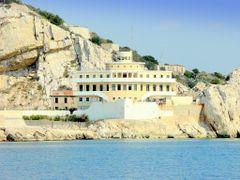 France, la maison des pilotes du Frioul, vue de la mer cela ress by <b>Roger-11</b> ( a Panoramio image )