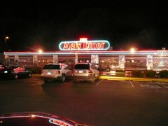 "Mel""s Diner - Pigeon Forge Tn by <b>Ken & Janie Rowell</b> ( a Panoramio image )"
