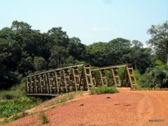 Gale bridge ( the river is total dry ) by <b>courtoism</b> ( a Panoramio image )