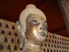 Wat Si Saket Uno de los Budas con mayor dimension -Se destaca lo by <b>AnaMariaOss</b> ( a Panoramio image )