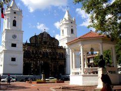 Panama City, Panama by <b>jiangliu</b> ( a Panoramio image )