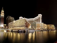 The Venetian Nighttime Panorama by <b>ChiefTech</b> ( a Panoramio image )