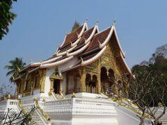 Luang Prabang . Wat Vat Mai by <b>AnaMariaOss</b> ( a Panoramio image )