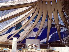 Brasilia (Brasil)Catedral_Arq. Niemeyer by <b>Laura Sayalero</b> ( a Panoramio image )