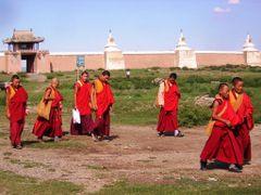 Monastero di Erdene Zu - monaci by <b>maremagna</b> ( a Panoramio image )