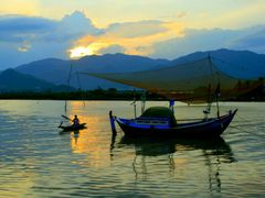 Nang chieu  (Evening Sunlight) by <b>duyhan</b> ( a Panoramio image )