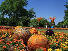 Colorful spheres by <b>Michael Bilodeau</b> ( a Panoramio image )